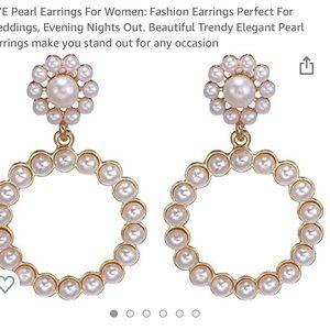 New! Trendy Pearl Earrings
